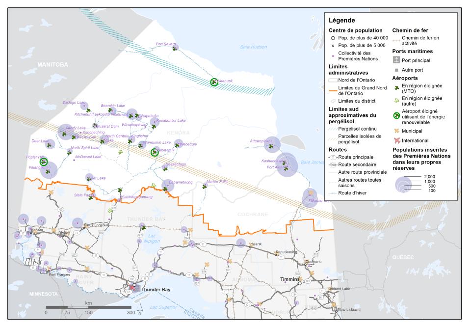 La carte met en évidence le Grand Nord de l'Ontario. Elle montre les emplacements des collectivités des Premières Nations réparties dans le Nord de l'Ontario. La population inscrite de chaque collectivité des Premières Nations vivant dans les réserves est indiquée de façon thématique par la taille d'un cercle à chaque endroit. Les emplacements des aéroports en région éloignée sont mis en évidence. La carte indique trois aéroports en région éloignée qui utilisent de l'énergie renouvelable. Les limites sud approximatives du pergélisol sont indiquées par deux bandes qui s'étendent essentiellement de l'est à l'ouest sur la carte.