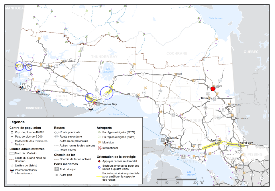 Cette carte montre les quatre secteurs prioritaires pour la construction de routes à quatre voies : ils sont situés le long de la Transcanadienne près de Thunder Bay et près de Kenora. Des endroits prioritaires potentiels pour des améliorations futures de la capacité des routes sont indiqués près de Sudbury, North Bay, Thunder Bay et Kenora. Un endroit situé à Cochrane est mis en évidence pour favoriser l'accès multimodal.