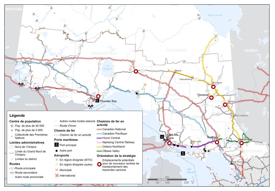 Cette carte montre les chemins de fer en activité dans le Nord de l'Ontario et dans ses environs, différenciés par exploitant. Des emplacements potentiels pour de nouveaux centres de transbordement des trains/des camions sont montrés à North Bay, Sudbury, Sault Ste. Marie, Timmins, Cochrane, Kirkland Lake, Thunder Bay et Geraldton.