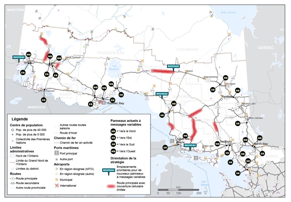 Cette carte montre les emplacements actuels des panneaux à messages variables dans le réseau routier du Nord de l'Ontario. Elle montre également les quatre emplacements prioritaires cernés pour l'installation de nouveaux panneaux à messages variables, ainsi que les tronçons du réseau routier principal où la couverture cellulaire est limitée.